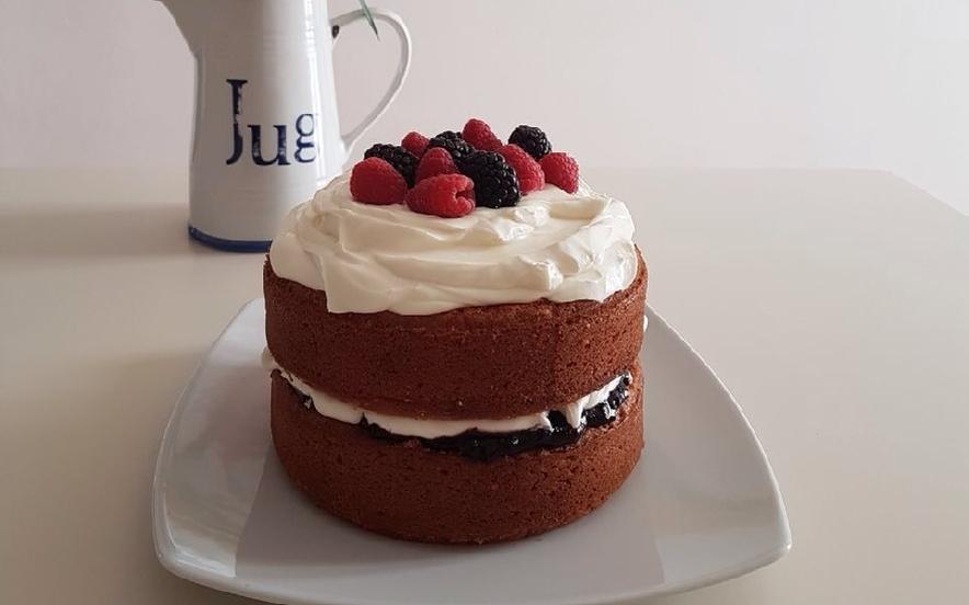 Sponge Cake con frutti di bosco e mascarpone