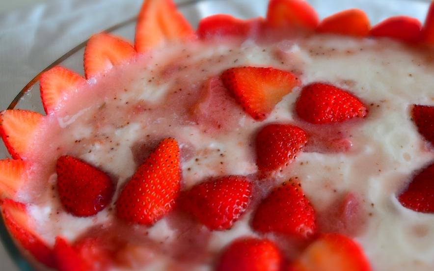 Torta fredda allo yogurt con fragole