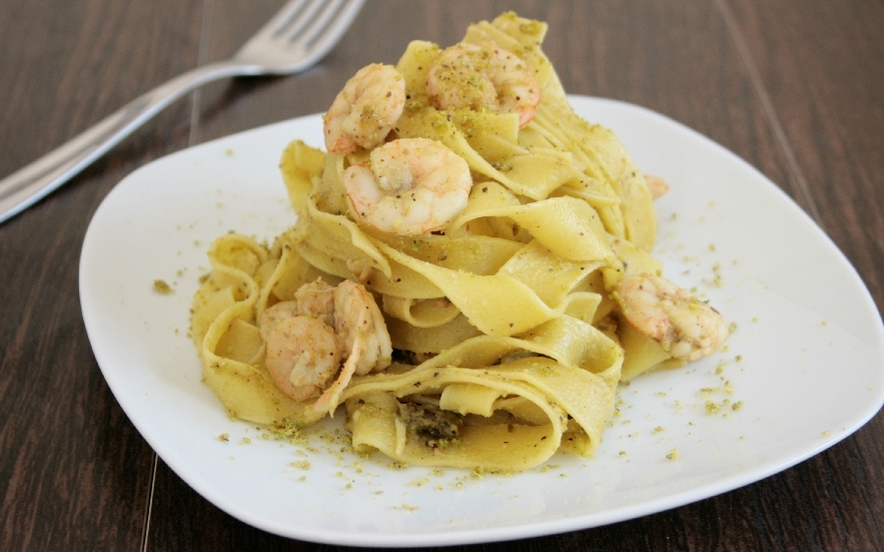 Pappardelle con gamberetti e pistacchio