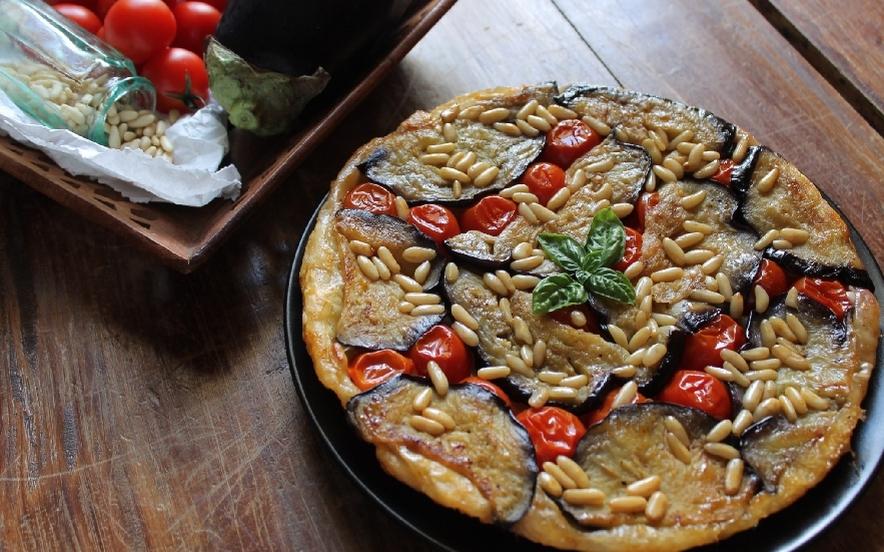 Torta rovesciata di melanzane e pomodorini