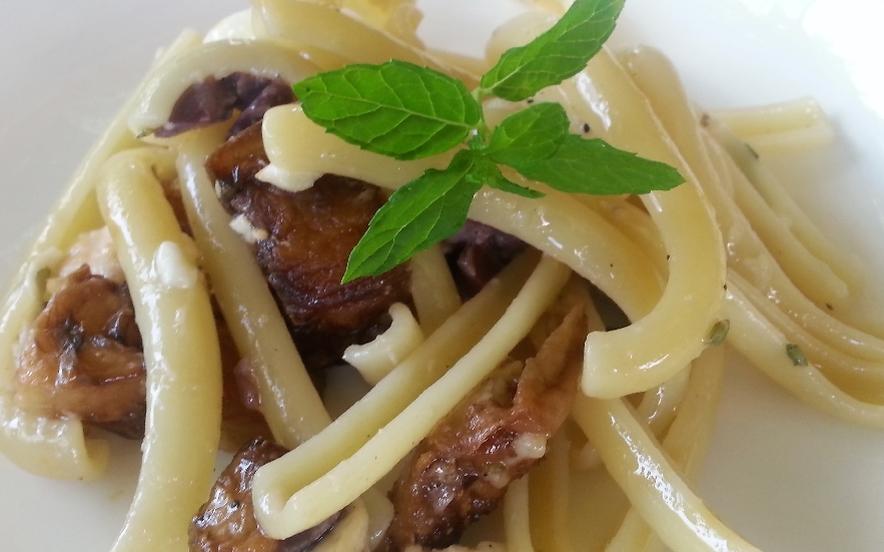 Spaccatelle fredde melanzane, mozzarella e olive