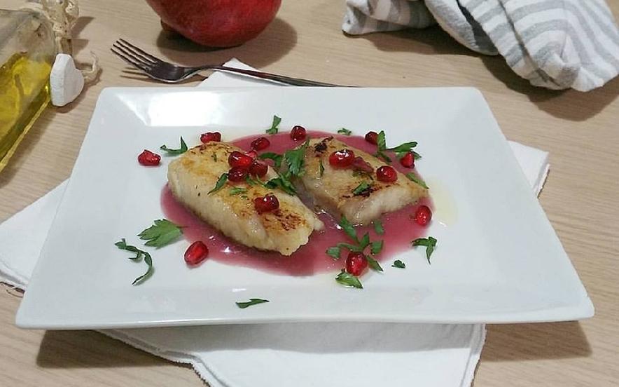 Filetto di Gallinella su salsa di melagrana