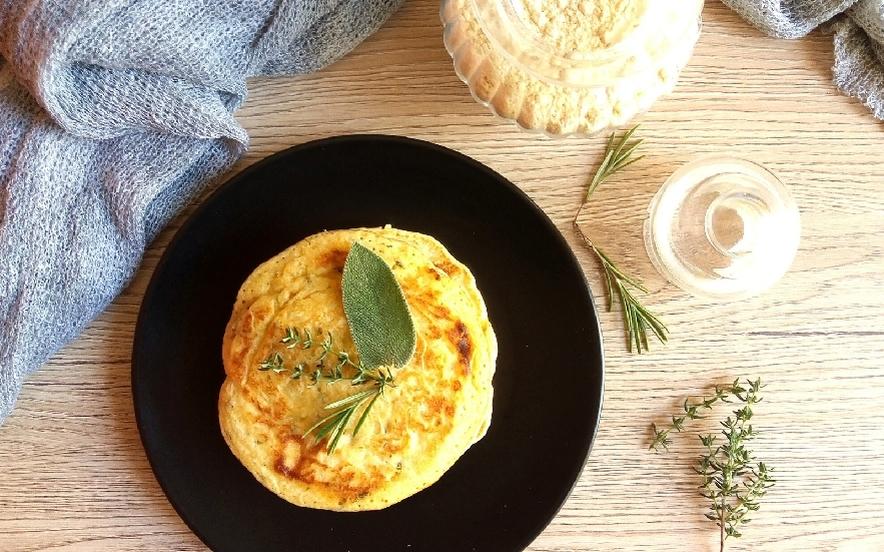 Pancakes di ceci alle erbe aromatiche