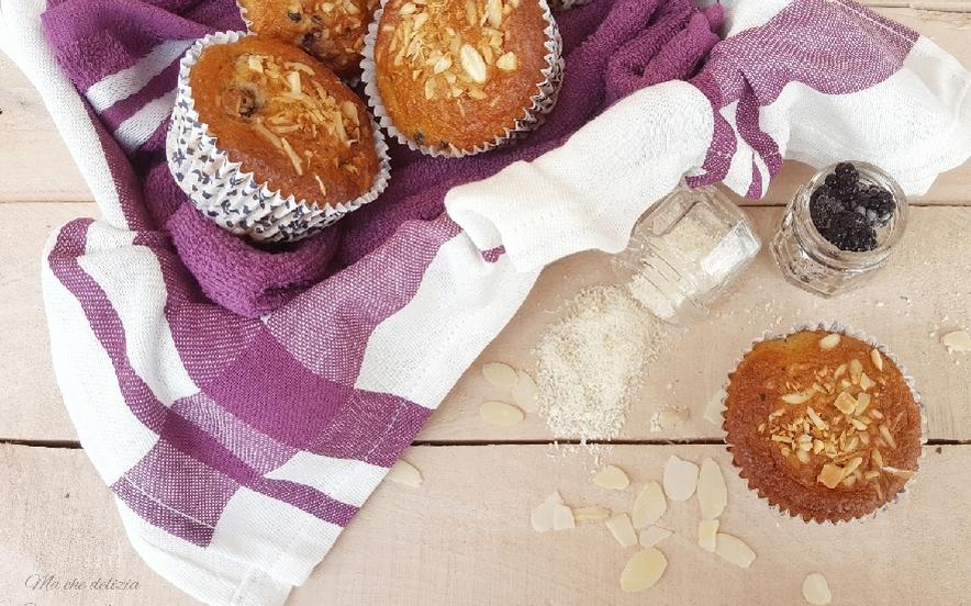 Muffin alle more con cocco e mandorle