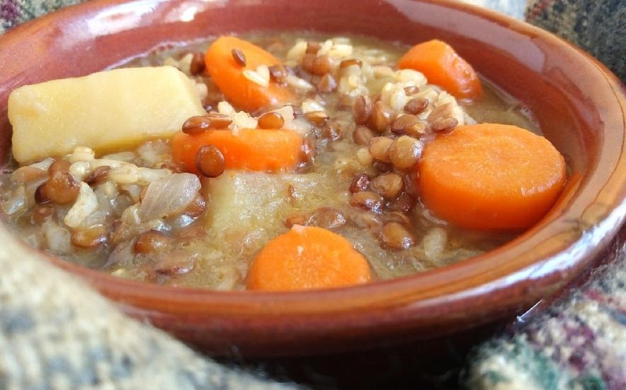 Minestra di lenticchie e riso integrale al cumino