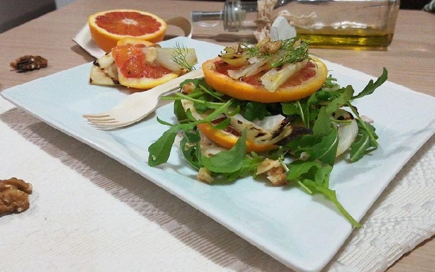 Finocchi grigliati con rucola arance e noci