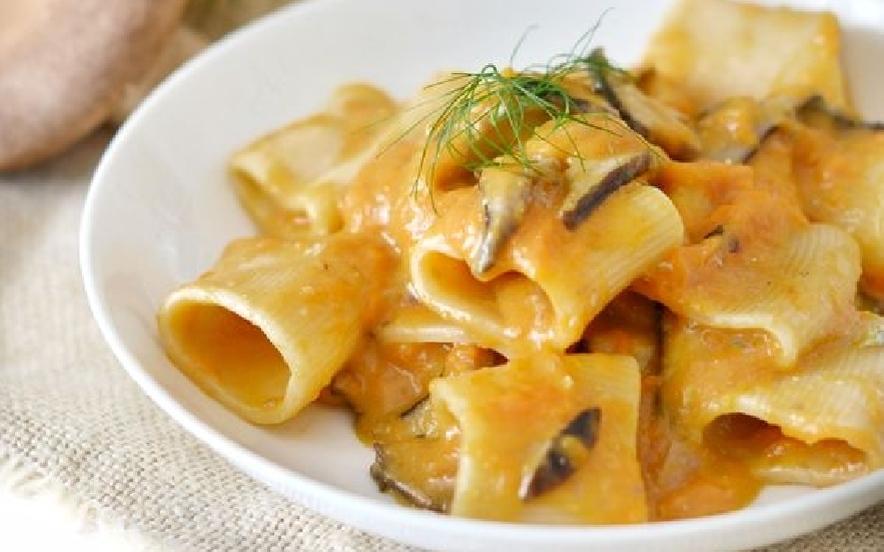 Pasta con crema di zucca porcini e gorgonzola