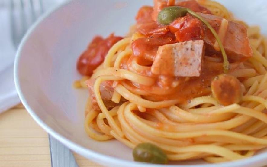 Linguine pomodorino tonno fresco olive e capperi