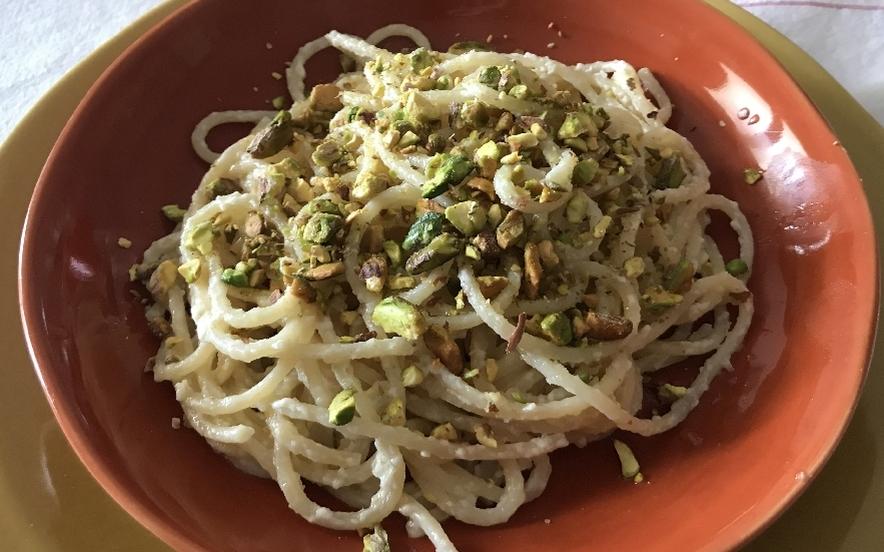 Spaghetti al limone e pistacchi