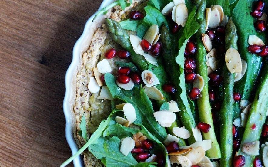 Tarte di miglio con crema di piselli ed asparagi