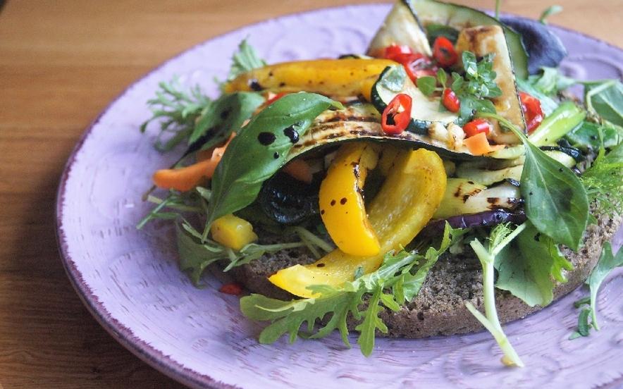 Luna alla canapa con verdure grigliate, glutenfree