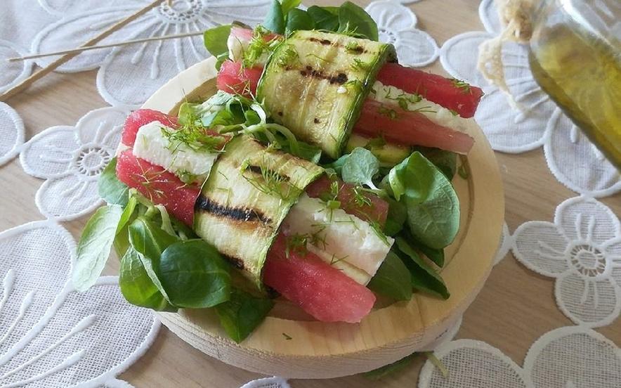 Involtini di zucchina con cocomero e feta greca