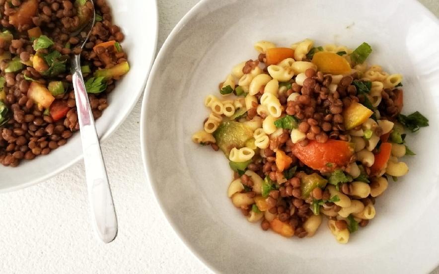 Pasta fredda di lenticchie, pomodori e sedano