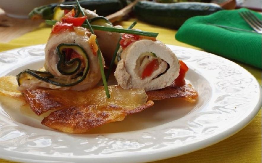 Involtini di pollo con zucchine pomodoro e zenzero