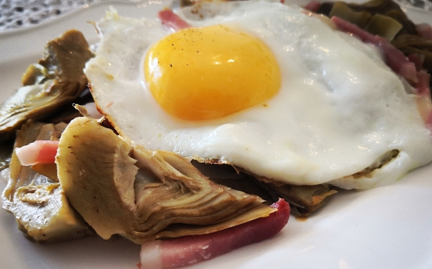 Uova e carciofi
