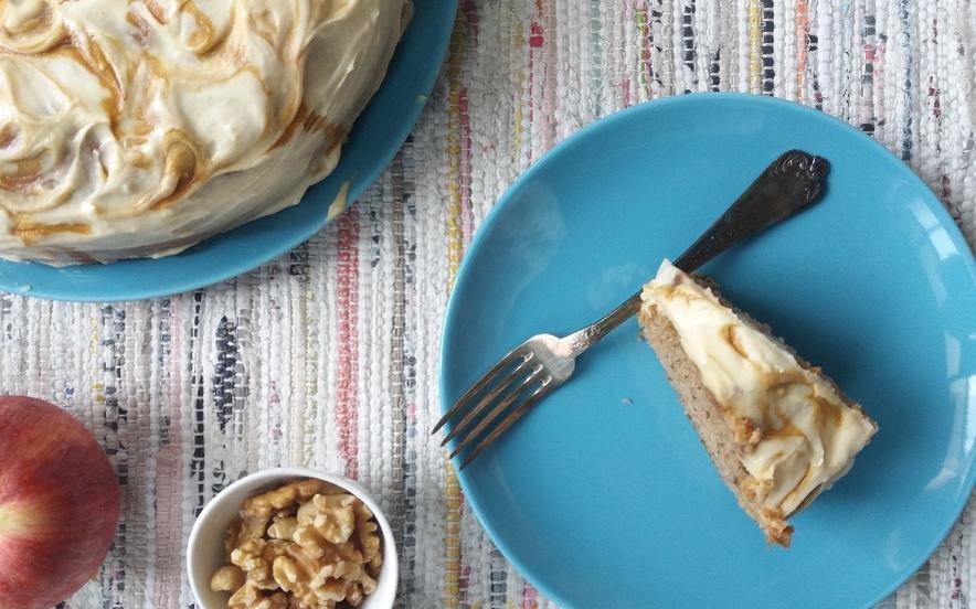 Torta di mele, noci e caramello