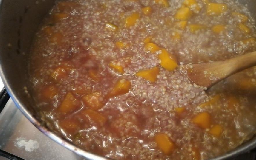Quinoa con cavolo rosso e zucca