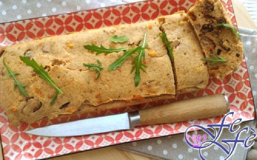 Plumcake di farro alle olive e pomodorini secchi