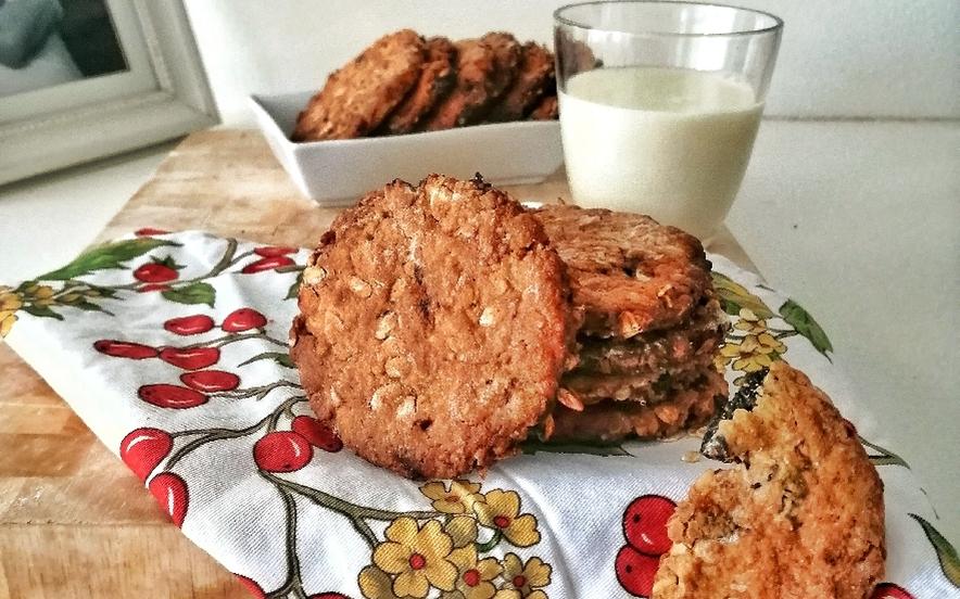 Biscotti all'avena, prugne e scorza d'arancia