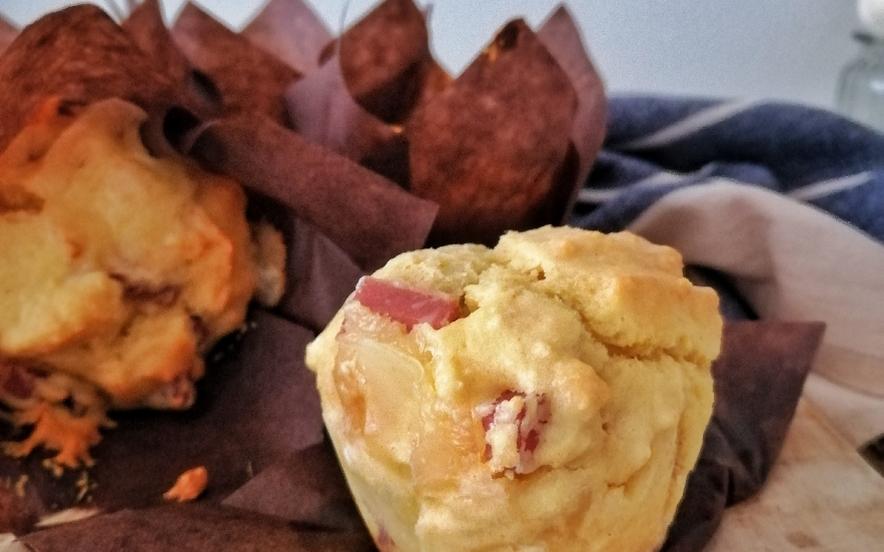 Muffin salati mortadella e scamorza affumicata