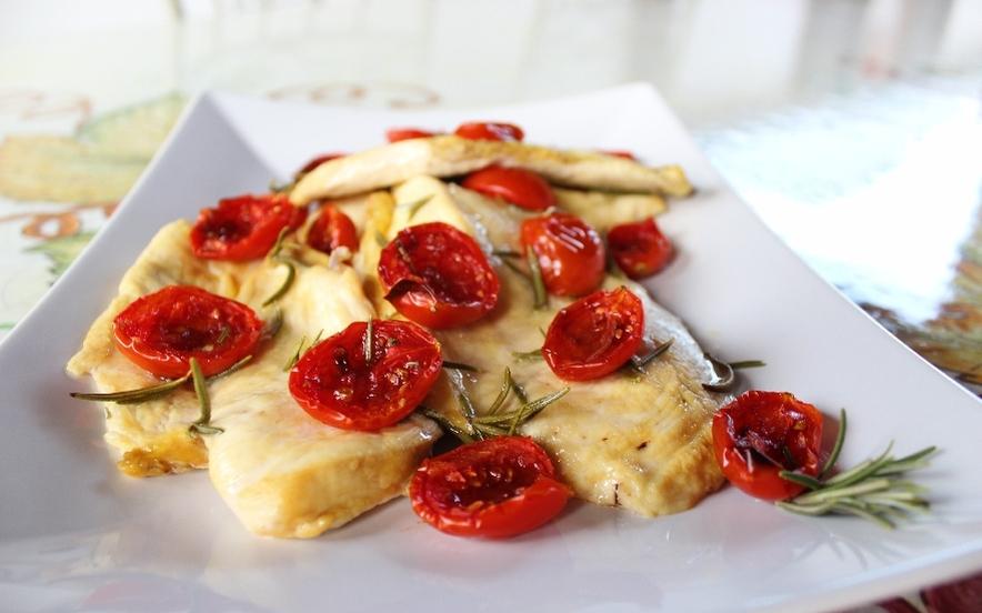 Petto di pollo con pomodorini confit