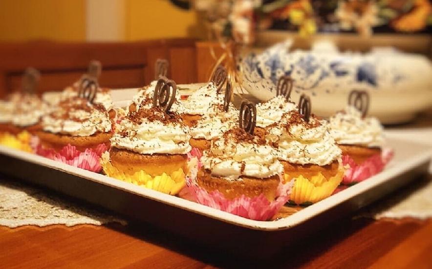 Cupcakes al cocco con cuore morbido di cioccolato