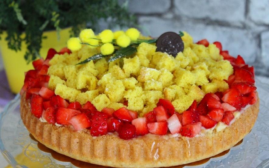 Crostata mimosa con crema pasticcera e fragole