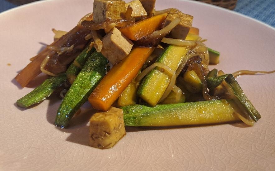 Tofu alle verdure croccanti e soia