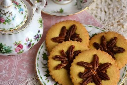 Biscotti con confettura di arance e noci