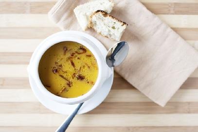 Zuppa di zucca con scalogni croccanti