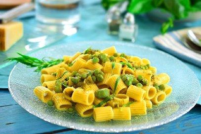 Mezzemaniche con asparagi e piselli