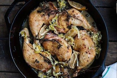 Pollo al limone con vino ed erbe aromatiche