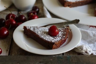 Torta di cioccolata con ciliegie