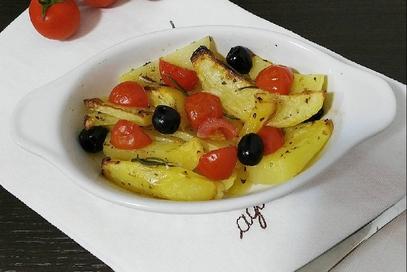 Patate al forno pomodorini e olive