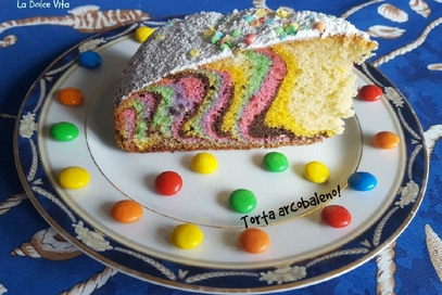 Torta arcobaleno all'arancia