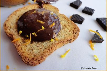 Burro di arachidi proteico al cioccolato e arancia