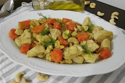 Bocconcini di pollo e carote agli anacardi