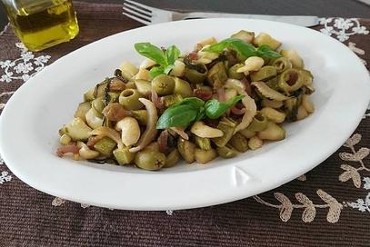 Zucchine saltate all'uvetta e anacardi