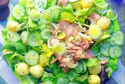 Insalata di tonno, porri e patate prezzemolate
