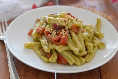 Pasta con crema di fagiolini peperoni croccanti
