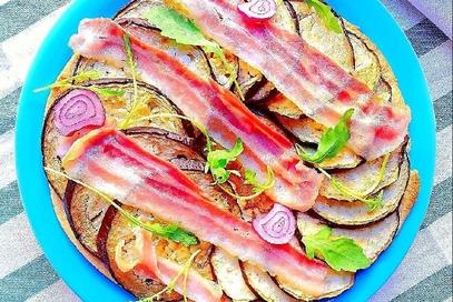 Piadina al forno con melanzane e bacon