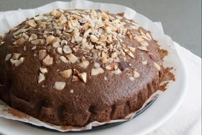 Torta con noci brasiliane e cacao