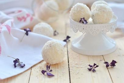 Palline di cocco o dolcetti di cocco e ricotta