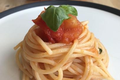 Spaghetti con pomodoro e basilico