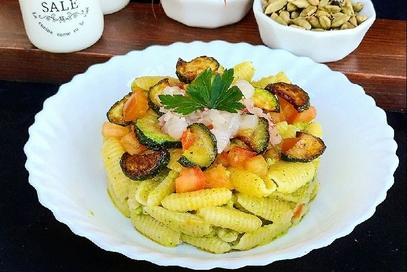 Gnocchi sardi crema di zucchine tartare di gamberi