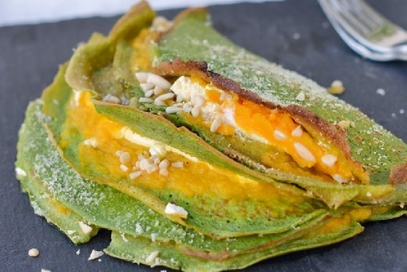 Crepes agli spinaci ripiene di zucca e formaggio