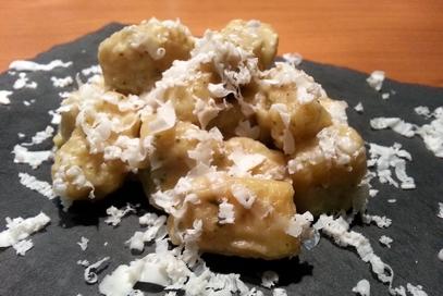 Gnocchi di patate rosse con crema di melanzane