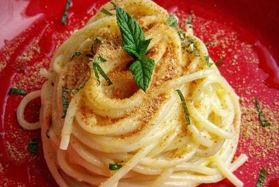 Spaghetti con fonduta di taleggio e bottarga