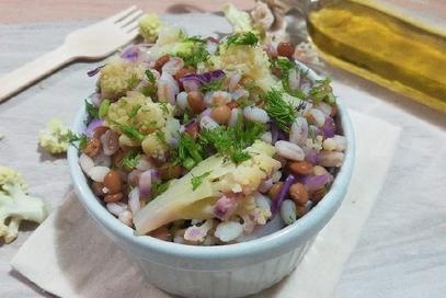 Cereali con lenticchie e cavolo cappuccio viola