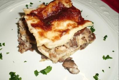 Lasagne con faraona funghi e salsiccia